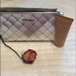 😍Michael Kors Cosmetic Bag with Lotion😍